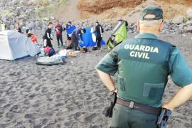 Desalojan una playa tras interceptar una quedada para difundir la COVID-19
