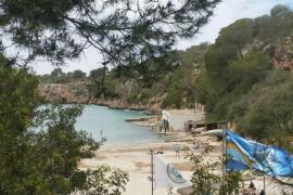 Cierran por exceso de aforo el acceso a la playa de Cala Pi, en Llucmajor