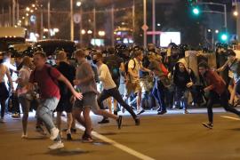 La policía arremete contra los manifestantes en Bielorrusia tras el abultado triunfo electoral de Lukashenko