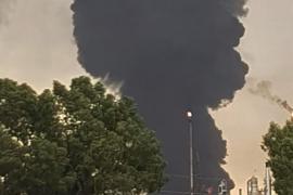 Un rayo fulmina un depósito de gasóil del complejo petroquímico de Puertollano