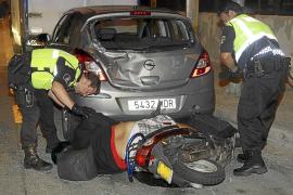Un motorista, herido grave al estrellarse  contra un coche aparcado en Can Pastilla