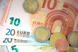 Una trabajadora de una residencia roba 3.600 euros de la cuenta de una anciana