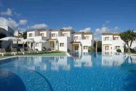 Sareb vende un aparthotel ubicado en Cala Mendia por 3 millones de euros