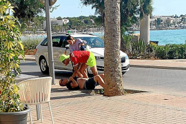 Dos turistas reconocen y retienen al ladrón que les robó dos días antes en el Arenal