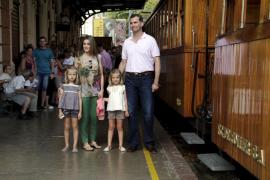 palma principe felipe y familia tren de soller foto jaume morey