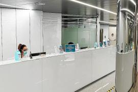 Las clínicas privadas reciben unas tres llamadas diarias de turistas por COVID