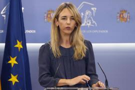 Cayetana Álvarez de Toledo considera «un error» su destitución y se despide con reproches a Casado