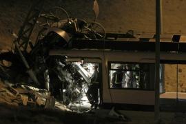 Muere un jefe de Metro y una menor al chocar el tren que probaba con su familia