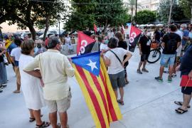 Unas 80 personas protestan contra la monarquía en Ibiza