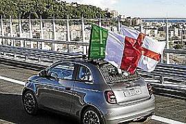 El nuevo Fiat 500 cruza el recién inaugurado viaducto San Giorgio