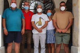 Ses Salines regala a sus vecinos cestas con productos locales para celebrar Sant Bartomeu