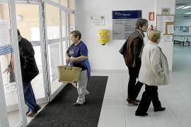 El IB-Salut ya no asigna médico a los inmigrantes que carecen de recursos
