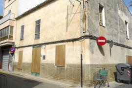 El Ajuntament de sa Pobla tapia las casas en estado de abandono para evitar peligros