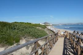 La playa de Capellans ha reabierto este viernes tras confirmarse que ya es apta para el baño