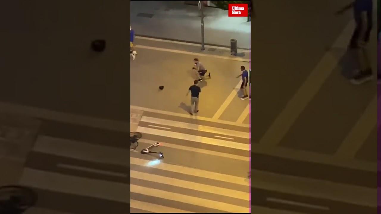 Vergonzosa pelea en Palma entre un repartidor y un hombre que circulaba en patinete