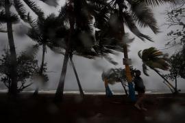 Tormenta Laura deja lluvia en Puerto Rico y Marco crece entre Cuba y México