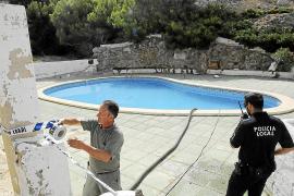 Precintan una piscina junto al mar en el Port d'Andratx por riesgo de derrumbe