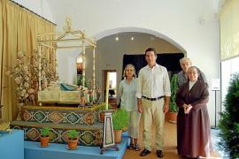 Las caputxines abren el convento y muestran sus 'llits' de la Mare de Déu