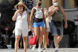 Multas de 100 euros a quien fume en los espacios públicos desde este viernes