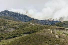 Más de 900 personas evacuadas de Valle Gran Rey a la capital gomera debido al incendio