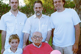 Pau Llop Pelegrí celebra su 104 cumpleaños rodeado de su gran familia