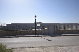 Dos fallecidos y 75 positivos por un brote en una residencia de Sant Joan