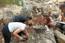 Hallados restos óseos quemados en el talayot de ses Abelles de Puigpunyent