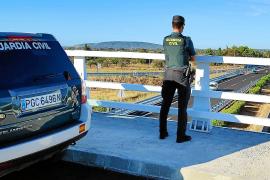 La Guardia Civil corta la autopista de Inca y evita que un joven salte de un puente