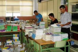 Educació reduce más de un 80% las ayudas a la reutilización de libros de texto el próximo curso