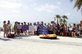 'Procesión' en Palma a favor del aborto