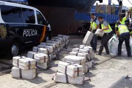 Los GEO interceptan cerca de Cádiz un barco con 3.000 kilos de cocaína