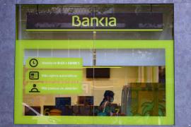 Bankia se dispara un 31 % y Caixabank un 10 % tras anunciar que negocian una posible fusión