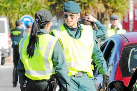 Dos guardias civiles logran salvar la vida a un hombre de madrugada en Lluc