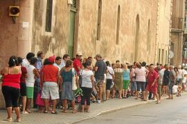 El Govern y el Consell  bloquean el abono de la renta mínima de inserción por falta de dinero