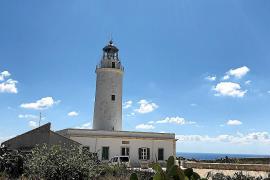 El faro de la Mola se consolida como un atractivo turístico más