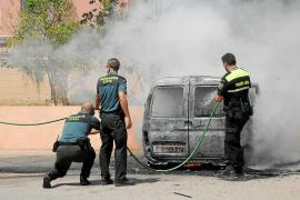 Roban una furgoneta en Calvià y le prenden fuego tras llevarse 4.000 euros