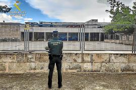 La Guardia Civil detiene a dos jóvenes por robar en el colegio de Sencelles