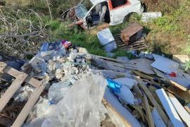 El Torrent d'en Barberà, lleno de escombros