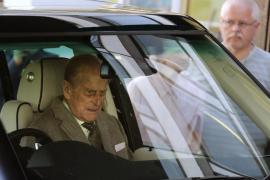 El duque de Edimburgo vuelve a casa tras recibir el alta médica