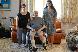 Un 'crowdfunding' para que Emilio pueda salir de casa tras 5 años