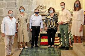 La derecha trata de mantener viva la vieja Diada de Mallorca y lleva flores al rey Jaume II