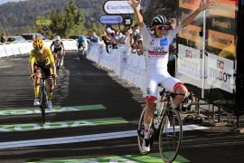 Pogacar vence en el Grand Colombier mientras Roglic conserva el maillot amarillo