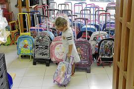 Las  familias adelantan la compra de material escolar para esquivar la subida del IVA