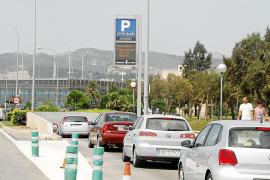 Accesos a Palma saturados por colas y llenos en los parkings