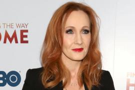 J.K. Rowling, acusada de tránsfoba por su nuevo libro