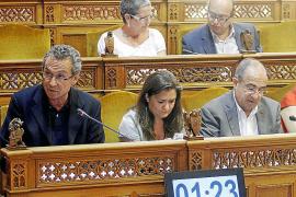La oposición en el Consell exige a Salom que reclame a Bauzá el pago de la deuda