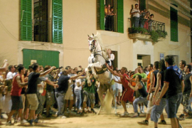 El Ajuntament de ses Salines acata la sentencia y pagará la multa, pero mantendrá la Festa del Cavall