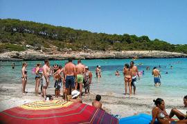 Usuarios de la playa de s'Amarador denuncian la venta ambulante ilegal