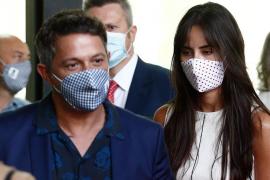 Alejandro Sanz defiende con un precioso mensaje a su novia tras ser atacada por una 'hater'
