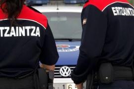 El cadáver de un hombre permanece ocho horas en una calle de Vitoria
